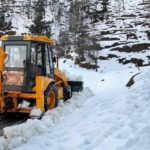 Heavy snowfall in Jammu and Kashmir; Mughal Road, Srinagar-Leh highway shut